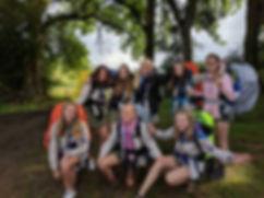 De jonggidsen van 2016-2017 aan de start van hun 3-daagse in Houffalize.