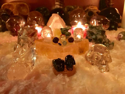 Team of small crystal skulls