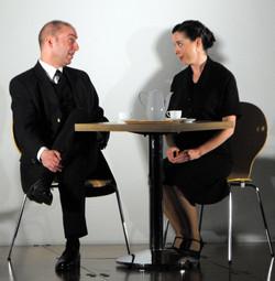 Philipp and Hanna meet in a café