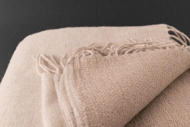 lina luxe plaid en lin. Black Bedroom Furniture Sets. Home Design Ideas