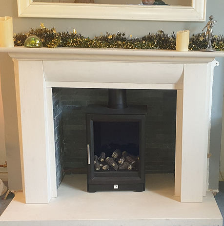 Paragon Edge gas fire  in a Stokesay Limestone surround