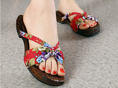 Wooden clogs for women