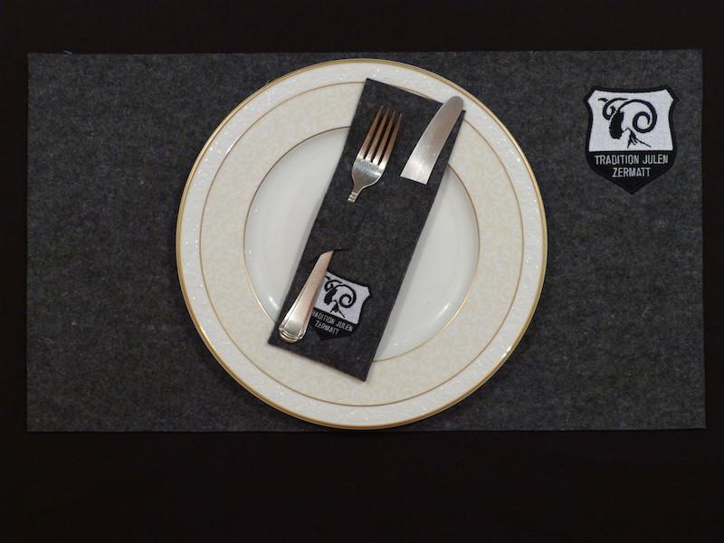 Tischset mit seperater Bestecktasche.jpeg