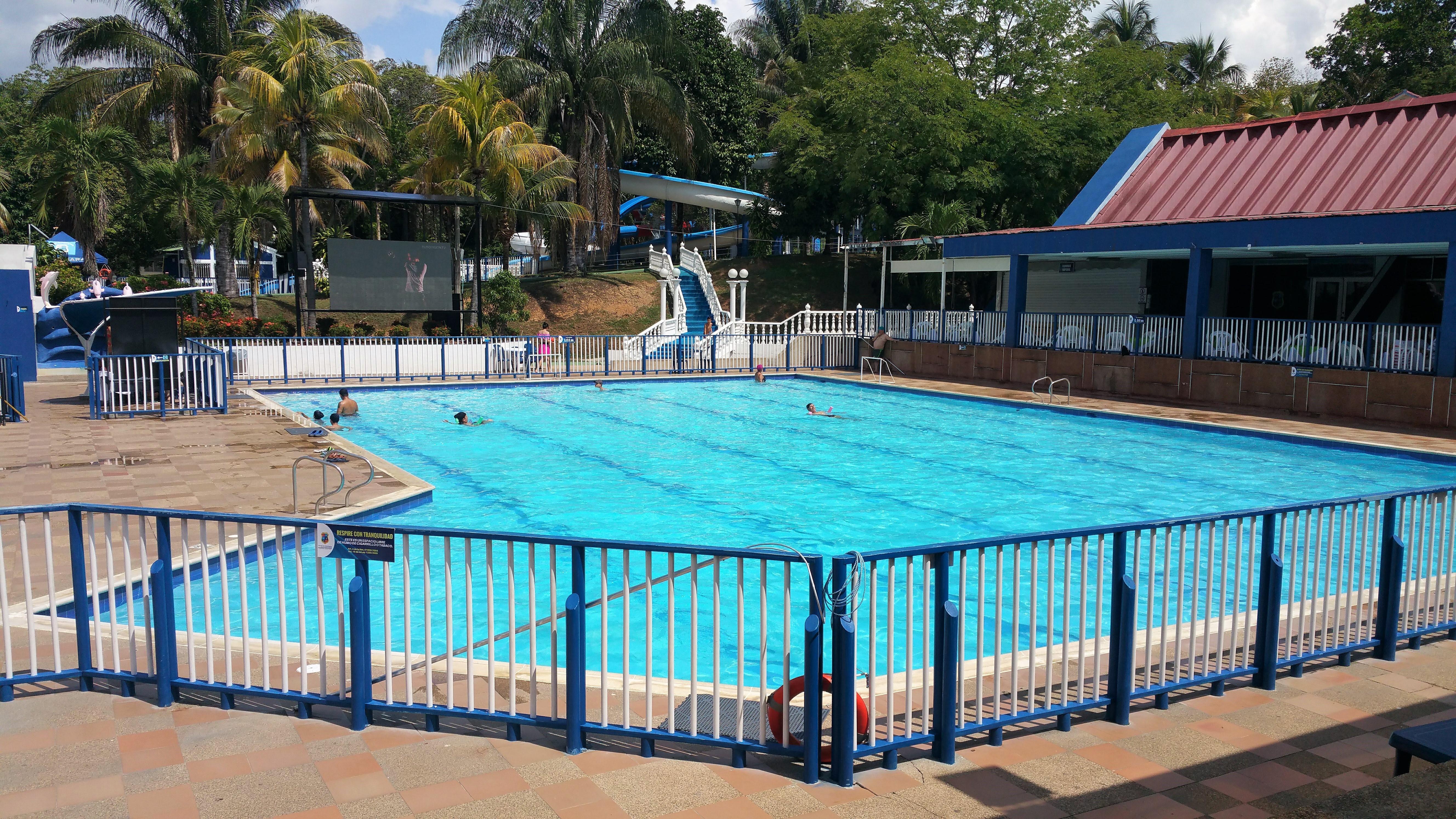 Cerramientos de piscinas colombia grupo bitingo sas for Cerramiento para piscinas colombia