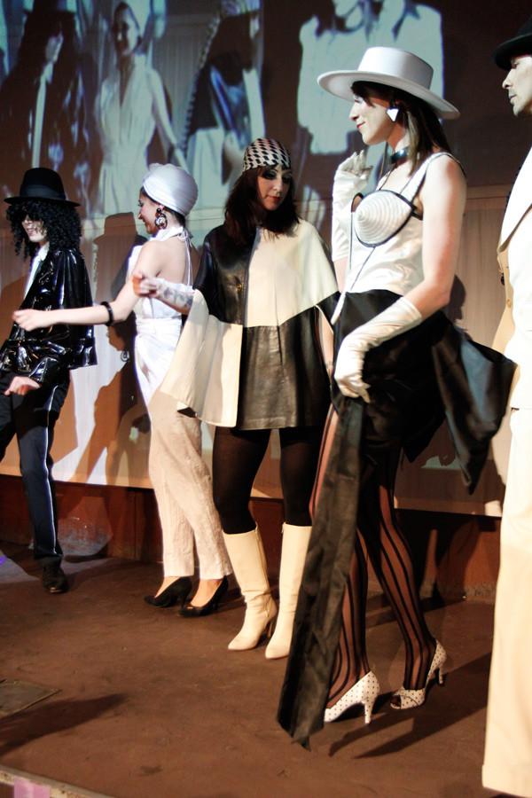 Modenschau gewand 2011