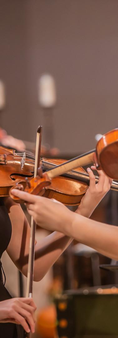 Violinists, Alena Hove and Mina Hong