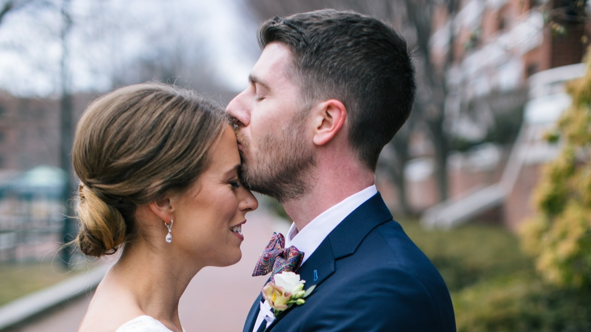 """""""I was a makeup artist for this event and it could not have gone more smoothly due to Samantha's attention to detail and calm nature. She was in constant communication with me and was so prompt with her responses. I will definitely be recommending her to my brides in the future!"""" Jennifer Viveiros of @jmv_makeup_team"""