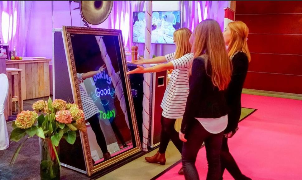 Selfie-magic-mirror-photobooth-62-Multi-