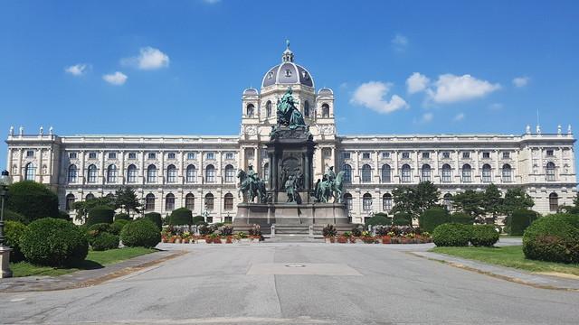 Természettudományi Múzeum, Mária Terézia szoborcsoport, Bécs