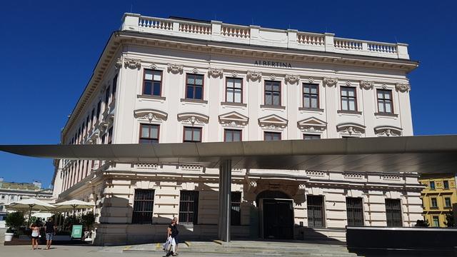 Csodaszép Albertina épülete