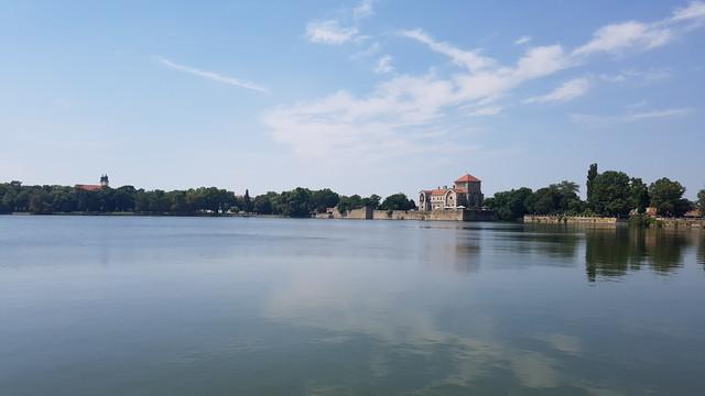 Az Öreg-tó partján a Tatai vár