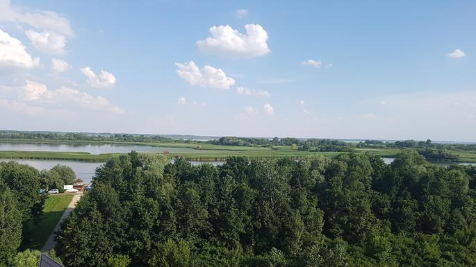 Kilátás az Ökocentrum tetejéről a Tisza-tóra