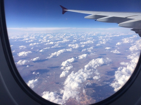 Felhők a repülőgép ablakából