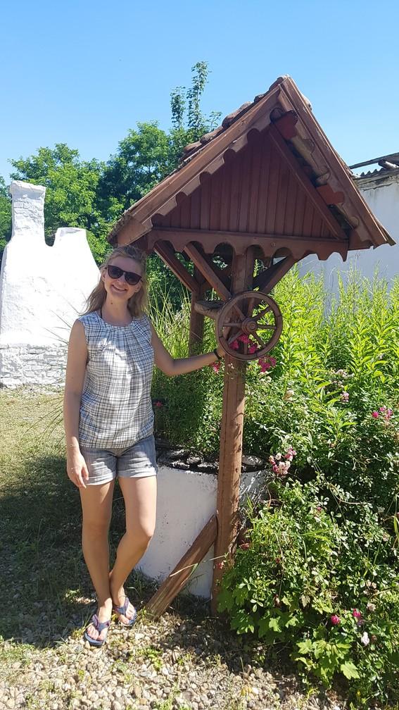 Autentikus kút a szálláson Sarudon, a Tisza-tónál