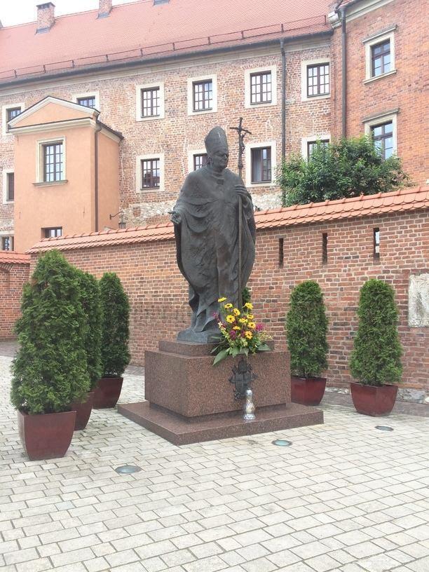 II.János Pál pápa szobra