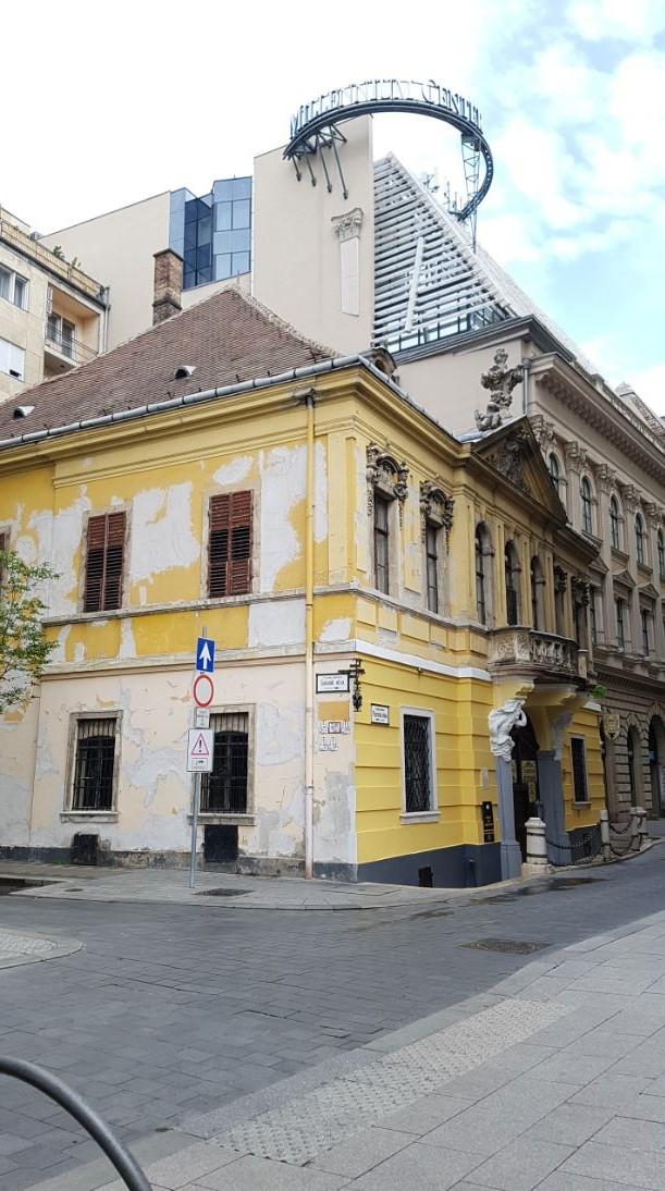 A Százéves étterem oldalról, Budapest