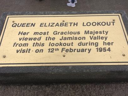 Erzsébet királynő emléktábla, three sisters
