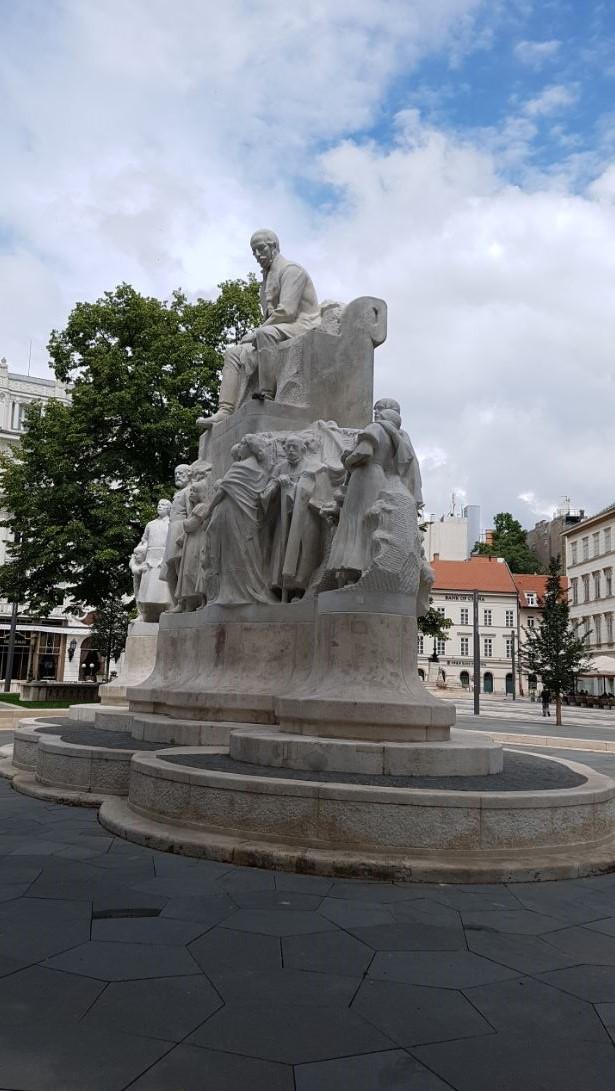 Vörösmarty-szobor, Budapest, Vörösmarty tér