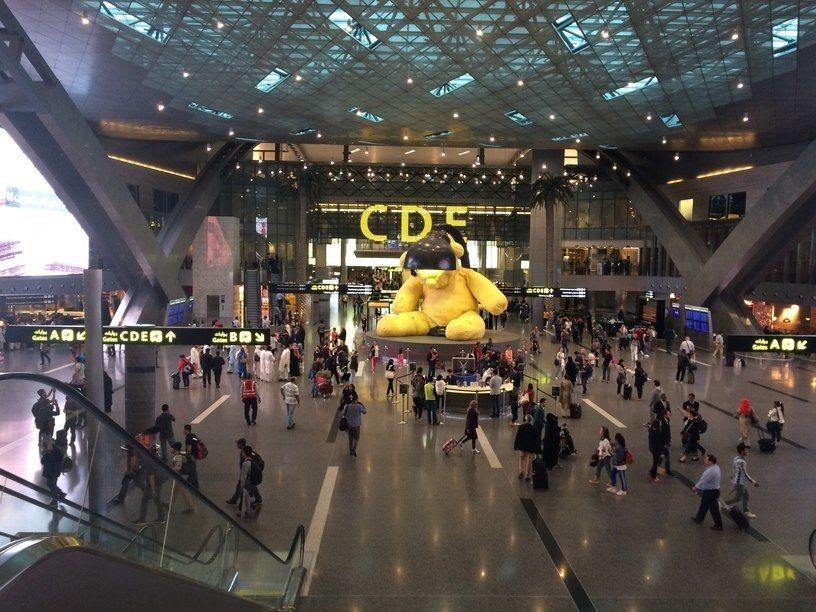 HIA repülőtér sárga macija