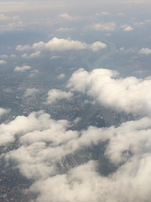 Budapest és a Margit-sziget a felhők alatt