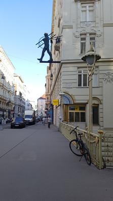 kéményseprő bicikli Bécsben
