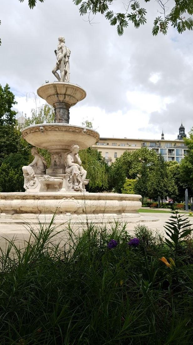 Szobor, Erzsébet tér, Budapest