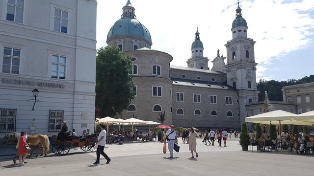 Residenzplatz és a Salzburg Dóm