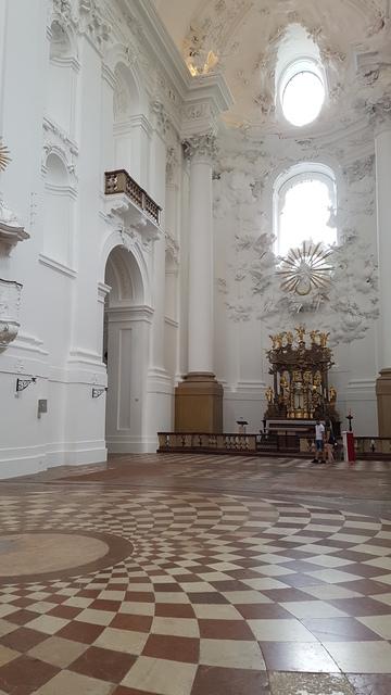 Kollegienkirche belső tere