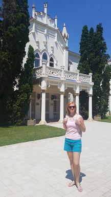 A szerző a kastély előtt