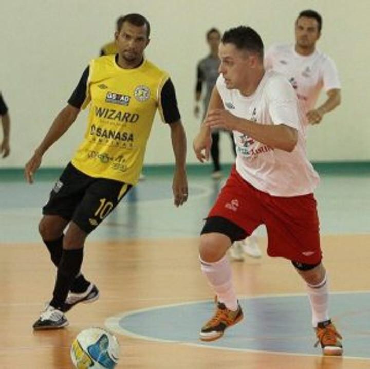Rodrigo atuando pelo Futsal Brasil Kirin