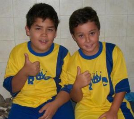 Thiaguinho e Ignácio receberam as novas Camisetas do RC.