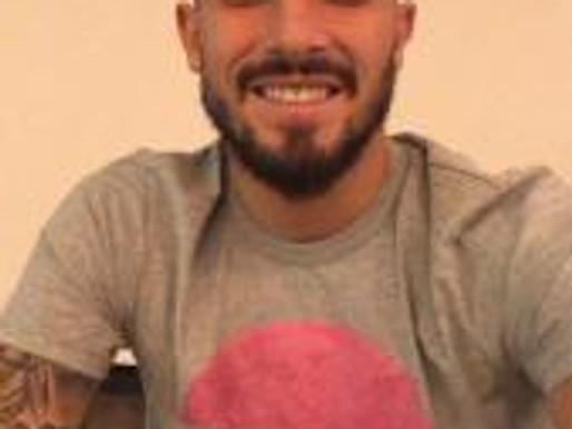 Direto de Portugal, Alex Telles veste a nova camiseta do RC Livramento