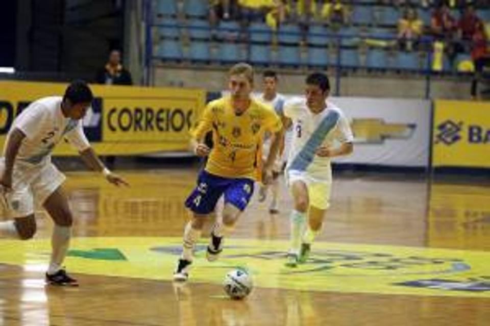 Bateria atuando pela Seleção Brasileira de Futsal