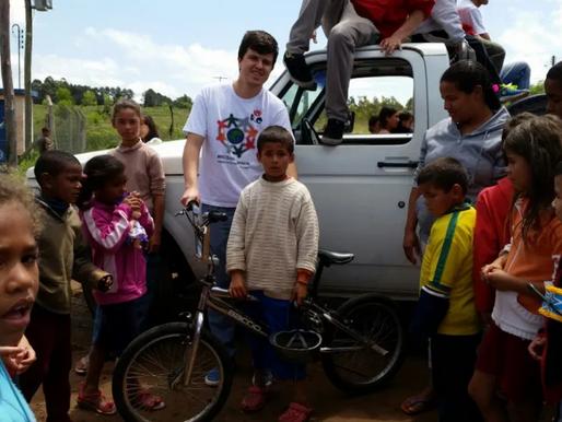 RC Livramento entrega cerca de 600 brinquedos em duas comunidades carentes da cidade
