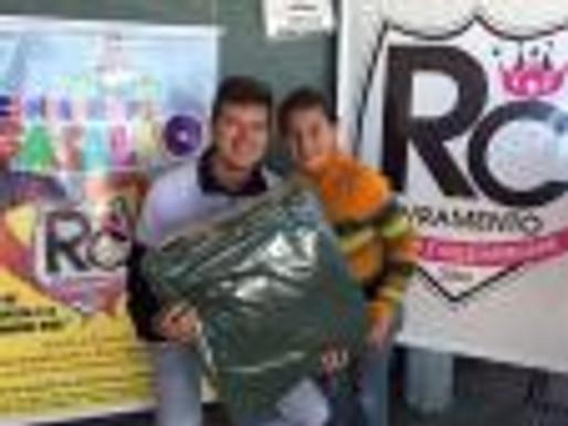 """RC Livramento distribui 350 cobertores e """"aquece"""" centenas de pessoas com a Campanha de Agasalhos"""