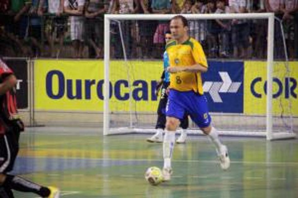Schumacher defendendo a Seleção Brasileira de Futsal