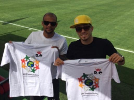 Direto da Turquia, Felipe Melo e Alex Telles exibem camiseta solidária do RC Livramento