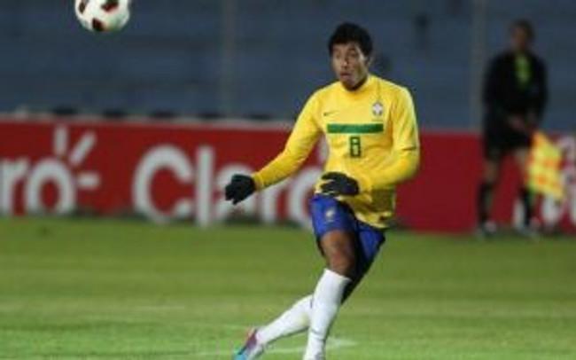 Marlon Bica atuando pela Seleção Brasileira de Futebol sub-17