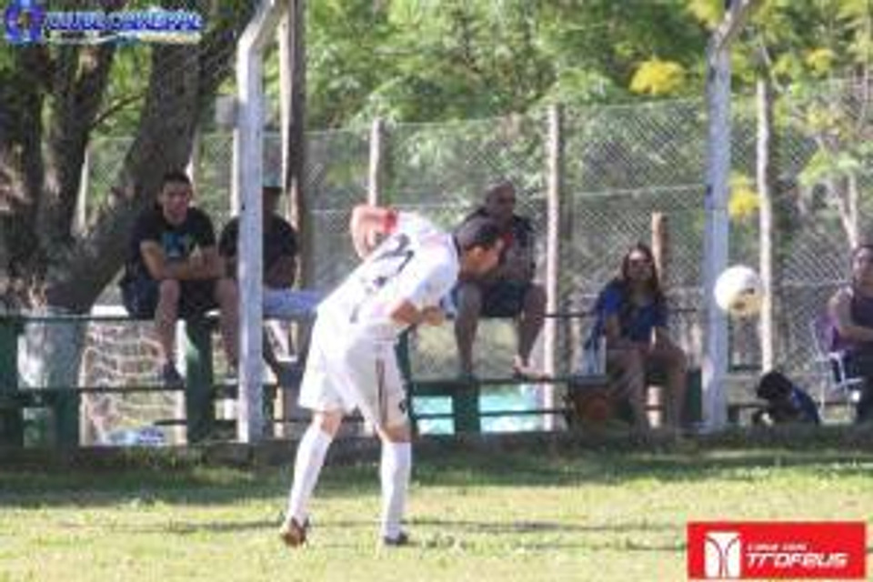 Capitão Rodrigo interceptando a bola