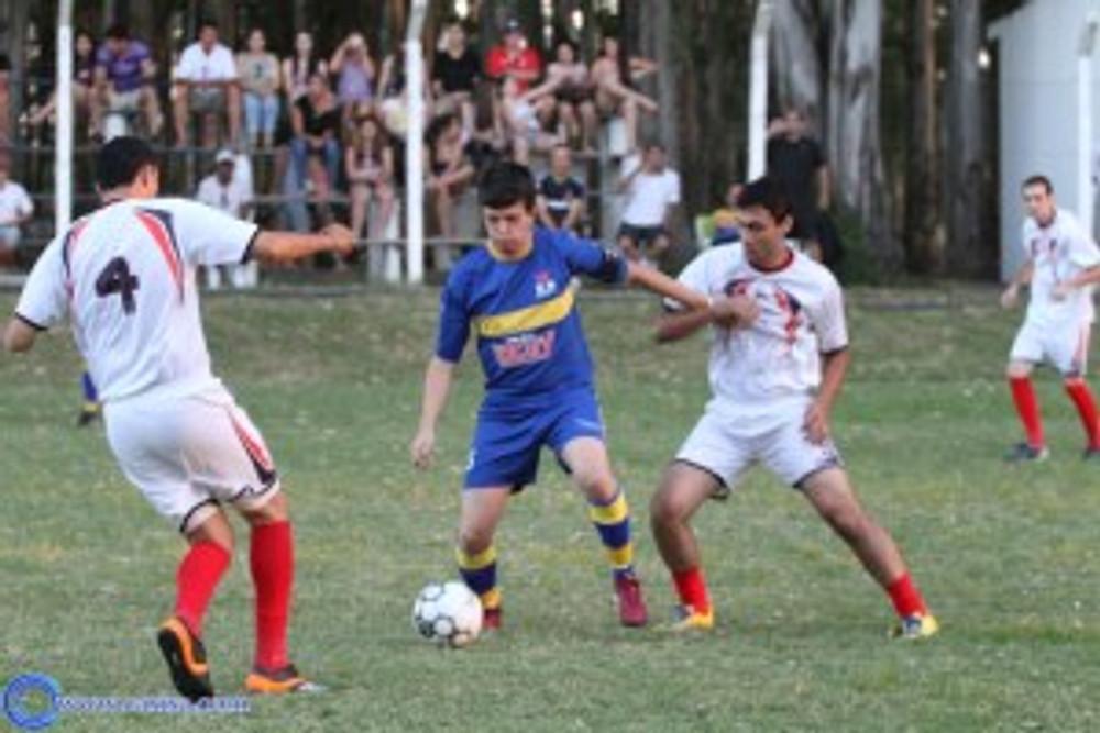 Mauricio marcou o primeiro gol da partida diante do Camarões