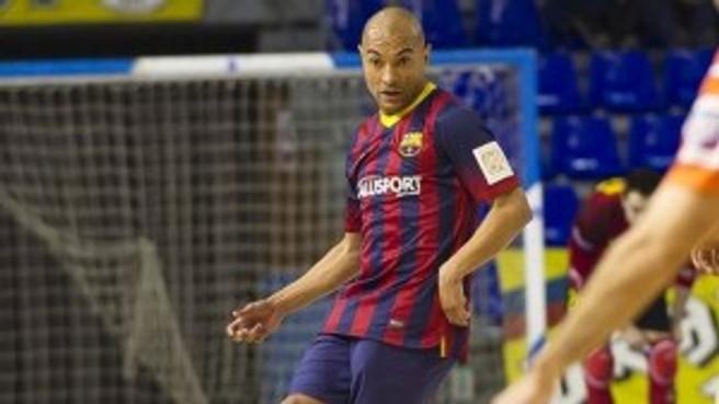 Ari atualmente defende as cores do Barcelona da Espanha