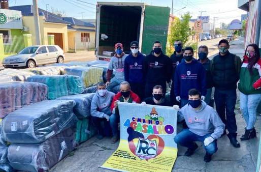 RC Livramento entrega 500 cobertores e beneficia centenas de famílias Santanenses