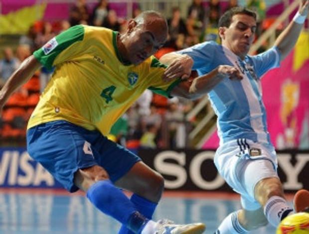 Craque Ari defendendo as cores da Seleção Brasileira de Futsal