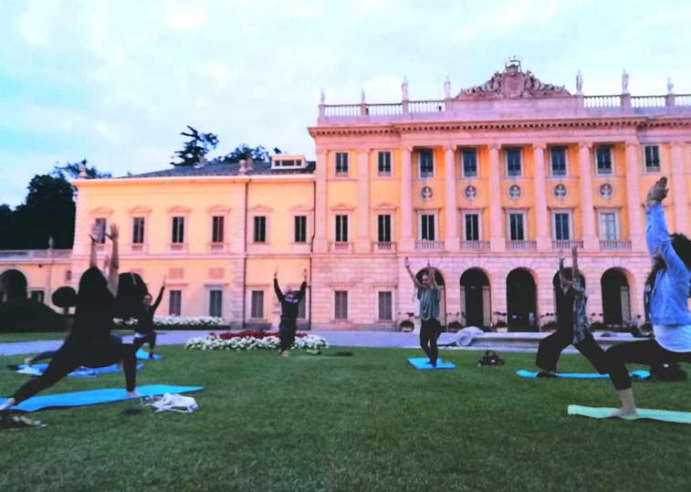 yoga-tra-cielo-e-terra-villa.jpg
