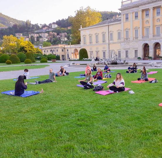 Yoga a villa Olmo