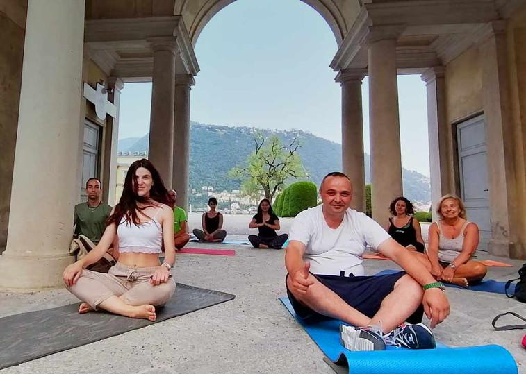 yoga-sotto-l'arco.jpg