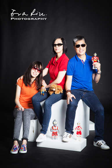 Daddy, mommy, daughter and ultramen