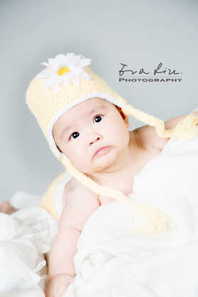 baby with sunflower hat