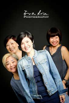 funny group photo of ladies