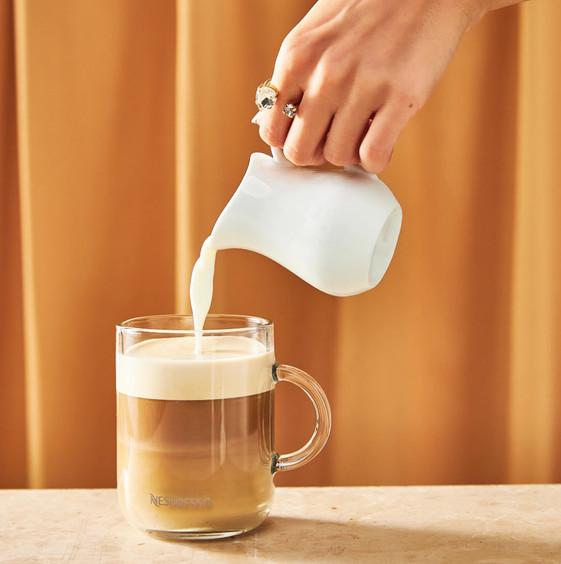 pouring milk_square.mp4